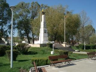 monumentul_eroilor_02
